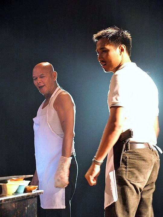 "Kagay-anon Johnny Macanas plays Ryan Muñoz alongside Bembol Roco, who plays Ricardo ""Carding"" Muñoz, at Dulaang UP's Tinarantadong Asintado (Titus Andronicus)"